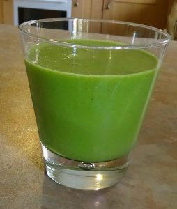 Green smoothie in cup 4
