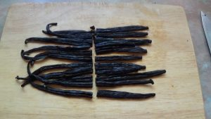 vanilla-pods-cut-across